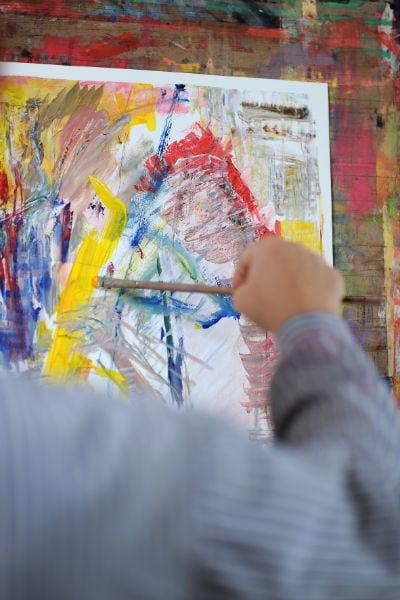 Malerin und Bildhauerin Felice Meer im Atelier
